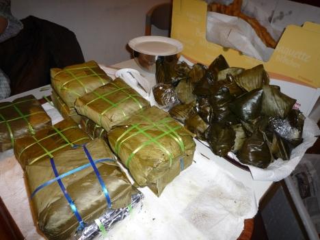 Bánh chưng và bánh giò (bánh tẻ) là không thể thiếu trong dịp lễ tết cổ truyền.