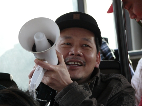 Chàng trai Tày-Nông Văn Phái quê Cao Bằng, hôm nay cả nhà cùng tham gia biểu tình.