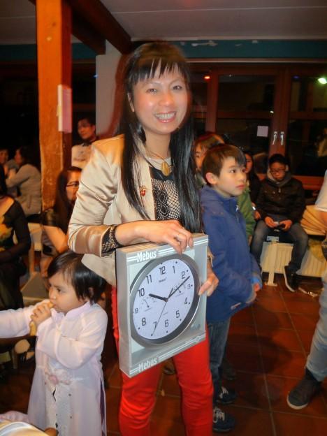 Cô Hồng lại rất có duyên với những chiếc đồng hồ...